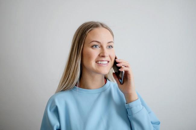 Kvinna avbokar tandläkartid