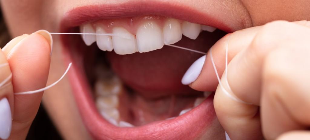 Rengöra tänder för bättre tandhygien